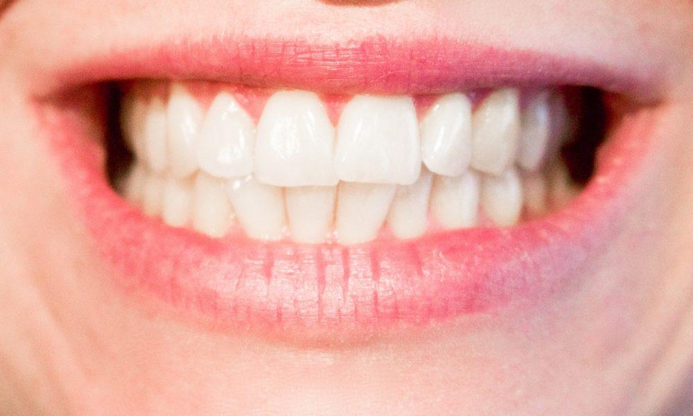 Nowoczesna technologia używana w salonach stomatologii estetycznej może spowodować, że odbierzemy prześliczny uśmiech.